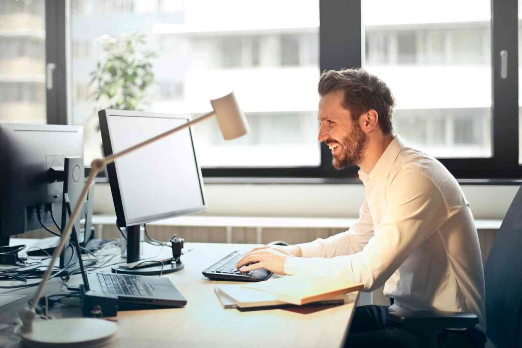 Top 6 tips to achieve productivity with help desk software